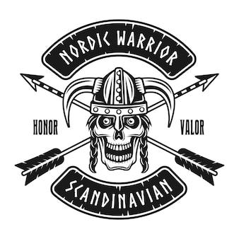 Viking schedel in gehoornde helm vector embleem, label, badge, logo of t-shirt print in zwart-wit stijl geïsoleerd op een witte achtergrond