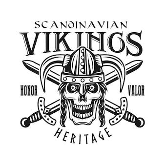 Viking schedel in helm en gekruiste zwaarden vector embleem, label, badge, logo of t-shirt print in zwart-wit stijl geïsoleerd op een witte achtergrond