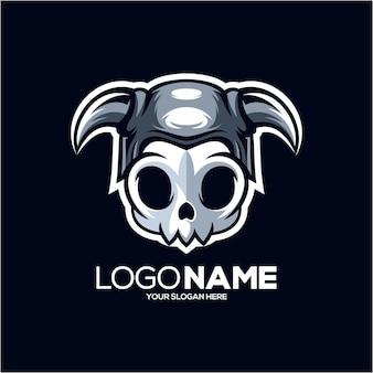 Viking schedel mascotte logo geïsoleerd op donkerblauw