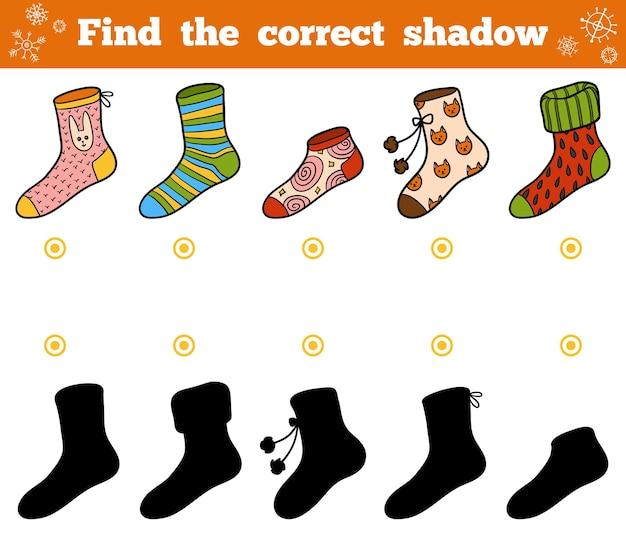 Vind de juiste schaduw, educatief spel voor kinderen, set sokken met ornamenten