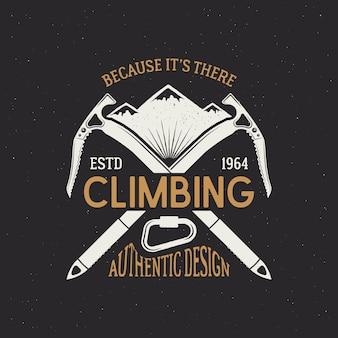 Vintage avonturenbadge met tekst, omdat het daar is, klimmen