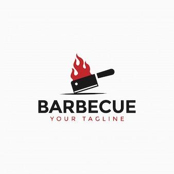 Vintage barbecue grill, bbq, biefstuk met brandend hakmes-logo