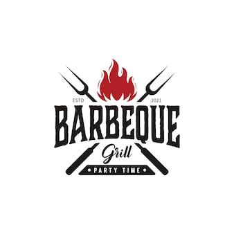 Vintage barbeque grill met gekruiste vork en vuurvlam logo