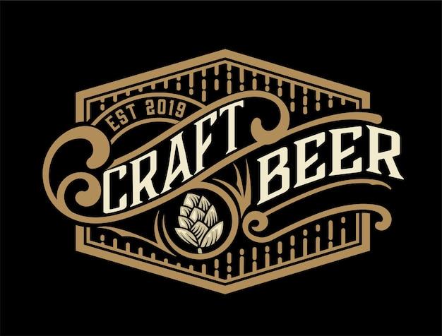 Vintage bier labelsjabloon met hop.