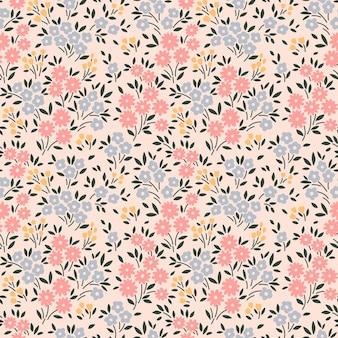 Vintage bloemenachtergrond naadloos vectorpatroon met kleine bloemen op een ecru achtergrond