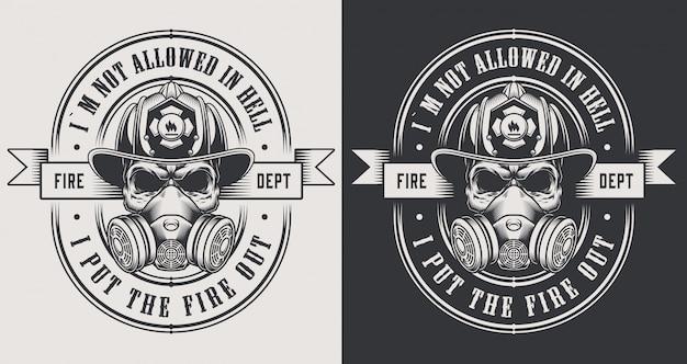 Vintage brandweerman emblemen met gekruiste assen en bebaarde schedel met brandweerman helm illustratie