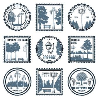 Vintage emblemen van het centrale stadspark met inscripties, oude straatlantaarns, bomen, banken
