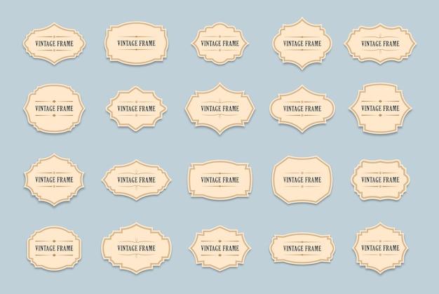 Vintage etiketten set met decoratieve wervelingen en rollen