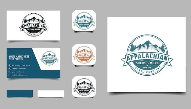Vintage handgetekende bergbadge-logo en bussines-kaarttempel