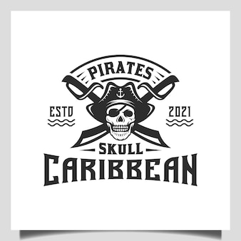 Vintage hipster pirates skull met crossing swords en boat ship sailor embleem logo ontwerp