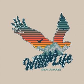 Vintage illustratie van dieren in het wild dier. amerikaanse adelaar en grote bergen in het silhouet. reizen, kamperen, buiten, natuurlijk, wildernis, verkennen.