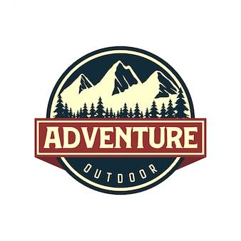 Vintage logo voor buiten met berg elementen