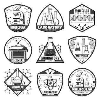 Vintage monochrome laboratoriumonderzoek labels set met inscripties wetenschappelijke apparatuur moleculaire verbindingen atomen cellen geïsoleerd