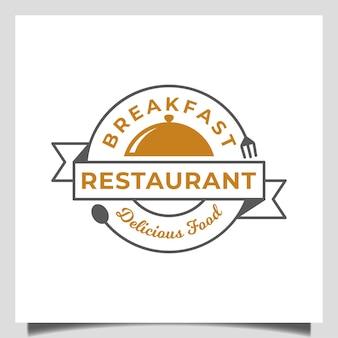 Vintage retro restaurant klassiek eten met vork, lepel en schotel ontwerp concept embleem logo sjabloon