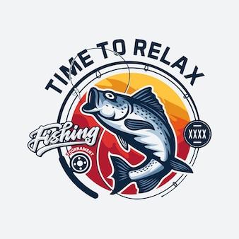 Vintage visserij logo ontwerp geïsoleerd op grijs