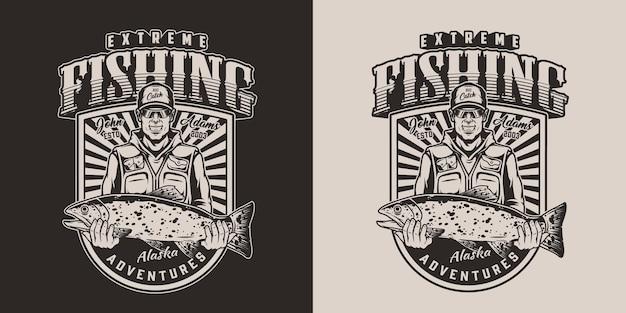 Vintage visserijbadge in zwart-wit stijl met gelukkige visser die grote forel houdt