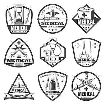 Vintage zwart-wit medische etiketten instellen met zandloper dokterstas spuit stethoscoop fles schalen chirurgische instrumenten geïsoleerd
