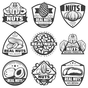 Vintage zwart-wit natuurlijke notenetiketten met walnoot, pecannoot, hazelnoot, kokosnoot, pinda, amandel, cashew, pijnboom, paranoten, geïsoleerde