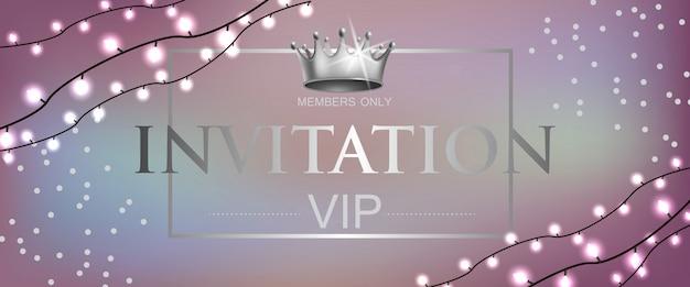 Vip-uitnodiging belettering met kroon en slingers