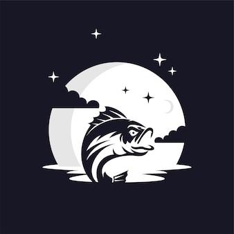Vis silhouet tegen maan