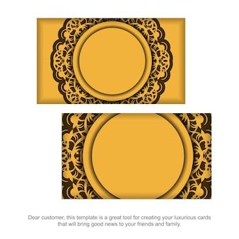 Visitekaartje in geel met vintage bruin patroon voor uw bedrijf.