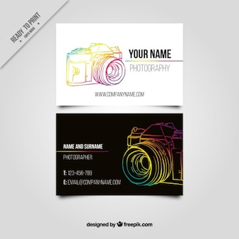 Visitekaartje met een getrokken kleurrijke hand camera