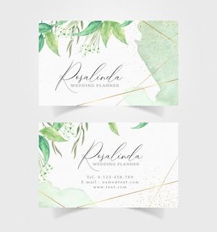 Visitekaartje met groene bloemen en splash aquarel achtergrond