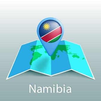 Vlag van namibië wereldkaart in pin met naam van land op grijze achtergrond