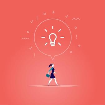 Vlakke afbeelding met zakenvrouw die vooruit loopt, haar doel inspireerde nieuw idee