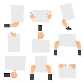 Vlakke handen met lege borden of handen met blanco papier.