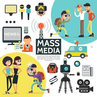 Vlakke massamedia-compositie met verslaggevercamera's, radiotoren, professionele journalistenapparatuur