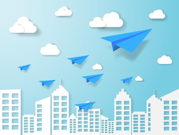Vliegtuig vliegt op blauwe hemel met cloud en achtergrond gebouw
