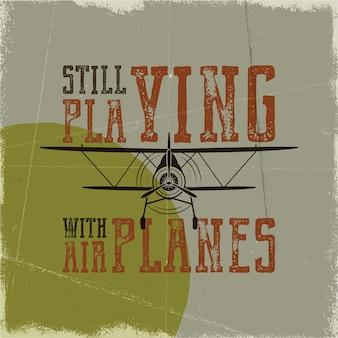 Vluchtposter in retro stijl. nog steeds spelen met vliegtuigen citaat. vintage hand getekend vliegtuigontwerp voor t-shirt, mok, embleem of patch. voorraad vector retro illustratie met tweedekker en tekst.