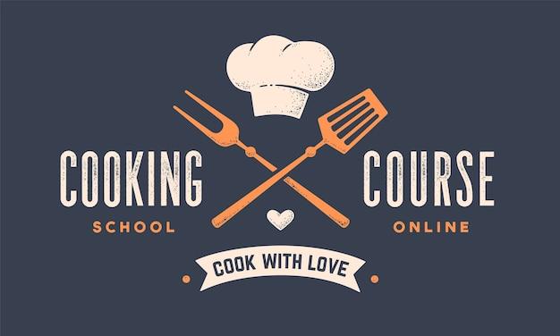 Voedsel logo. logo voor kookschoolles met pictogram bbq-tools, grillvork, spatel, hoed chef-kok, tekst typografie coocking course.