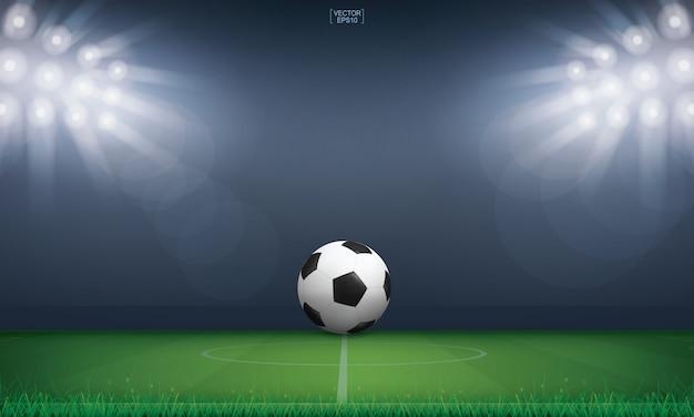 Voetbal voetbal bal op groen gras van voetbal veld of voetbal veld.