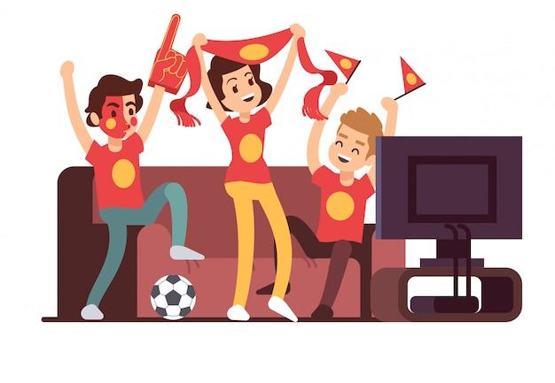Voetbalfans en vrienden die tv op de bank kijken. voetbalwedstrijd ondersteunende mensen vectorillustratie