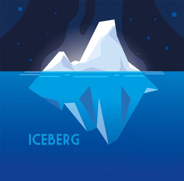 Volledige grote ijsberg die binnen in het overzees drijft