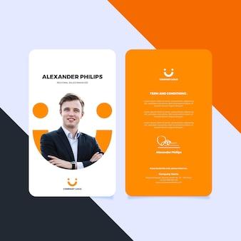 Voor- en achterkant verticale identiteitskaartsjabloon