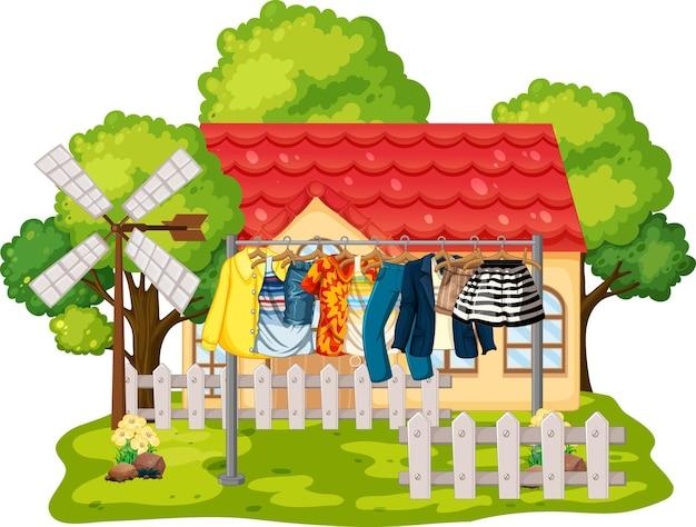 Voorkant van huis met kleren die aan waslijnen hangen
