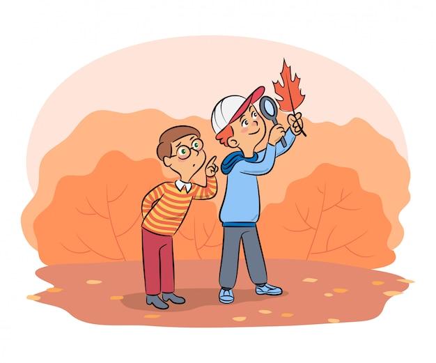Voorschoolse kinderen die bomenblad verkennen via loep