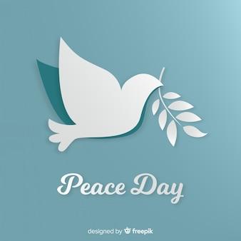 Vredesdag concept met papieren duif