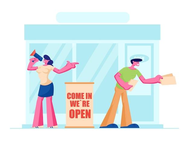 Vriendelijke organisatoren die uitnodigingsfolders geven bij de ingang van de winkel voor een open winkelevenement