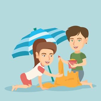 Vrienden die een zandkasteel bouwen op het strand.