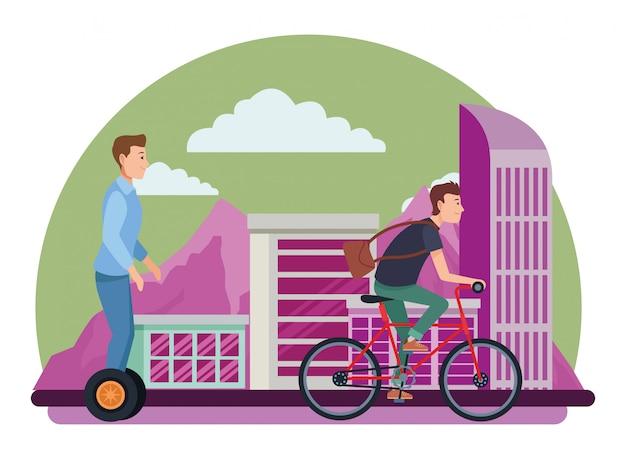 Vrienden rijden met fiets en elektrische scooter