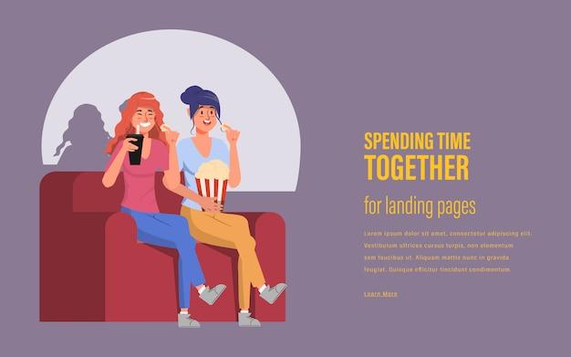 Vriendenvrienden brengen tijd door om thuis een film te zien
