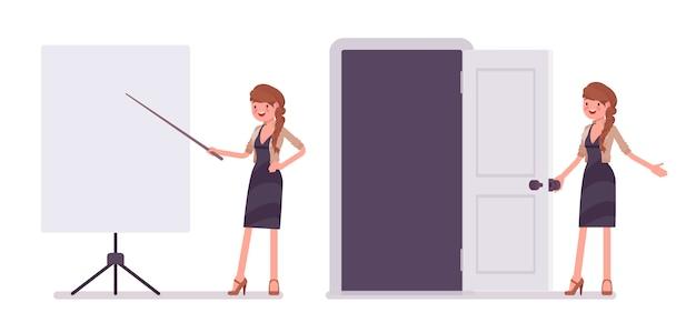 Vrij vrouwelijke kantoor werknemer in de buurt van het whiteboard op presentatie
