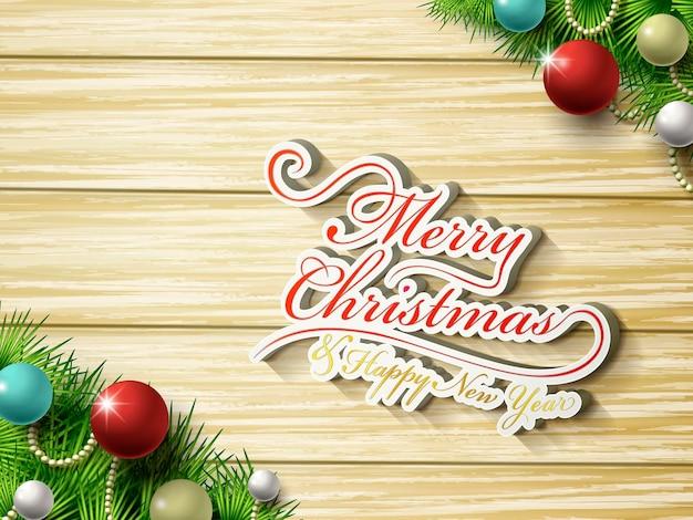 Vrolijk kerstfeestwoord en decoraties over houten tafel