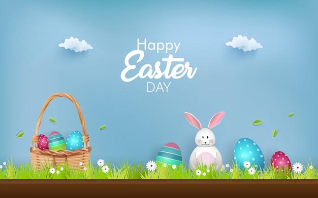 Vrolijk pasen met versierde eieren, schattig konijntje en bloemen.