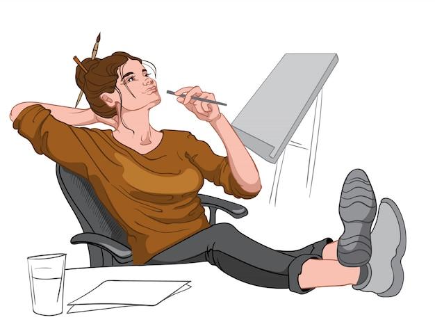 Vrolijke brunette gekleed in bruine trui, zwarte broek en grijs schoeisel zittend in een stoel en haar voeten op het bureau te denken. werkplek