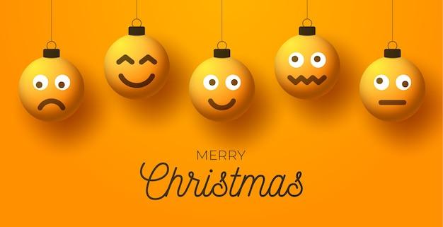 Vrolijke gele kerstballen met schattig gezicht. emoticons op bubbelspeelgoed.